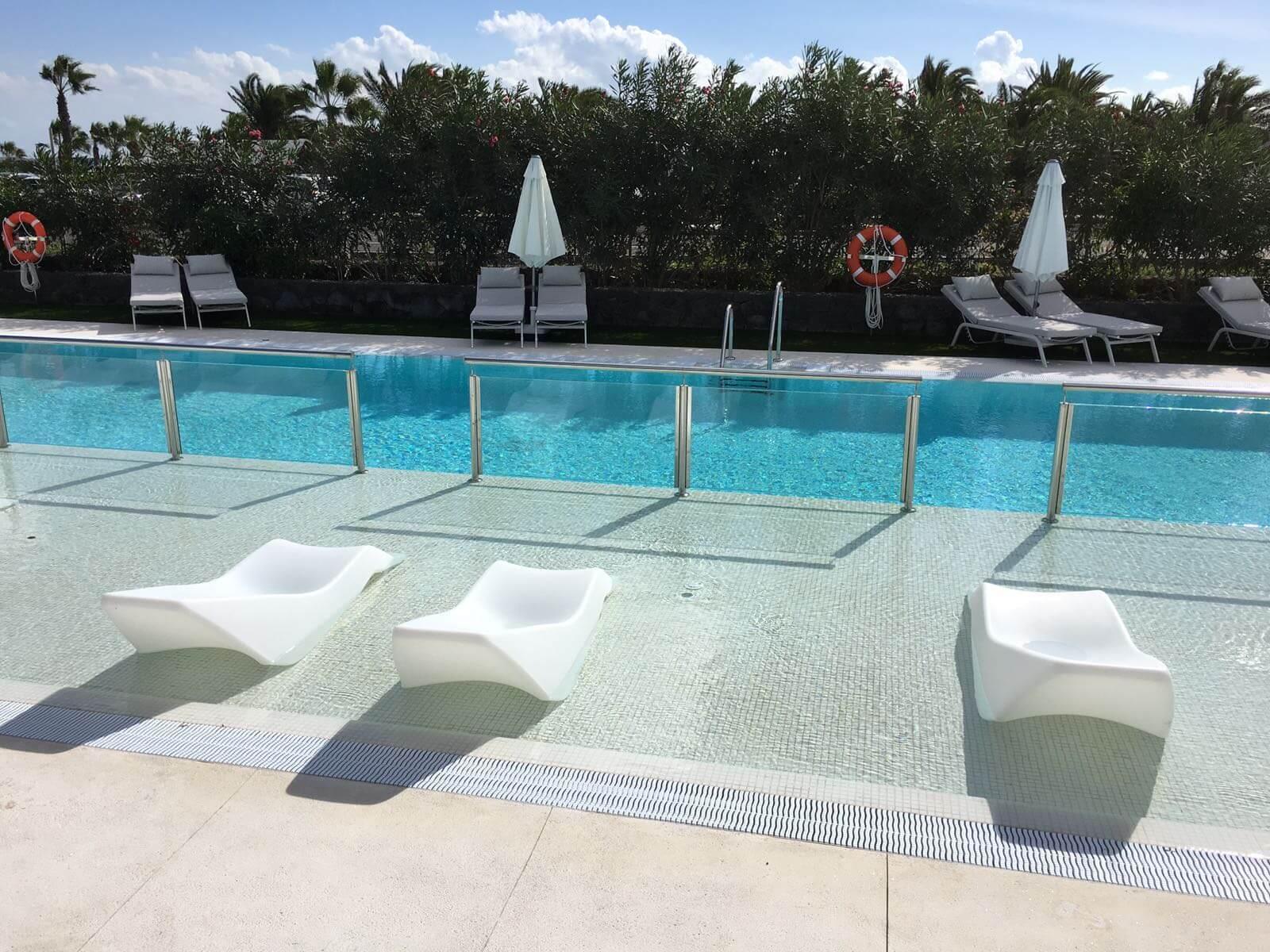 Piscinas hotel elba lanzarote royal village resort for Piscinas naturales yaiza lanzarote