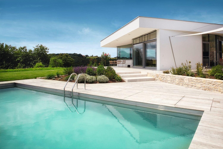 C mo elegir el color de tu piscina piscinas de colores for Polvo en la piscina