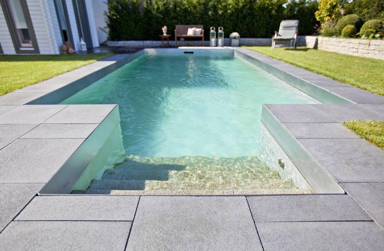 Ocho pasos para el mantenimiento de la piscina en invierno for Mantenimiento piscina invierno