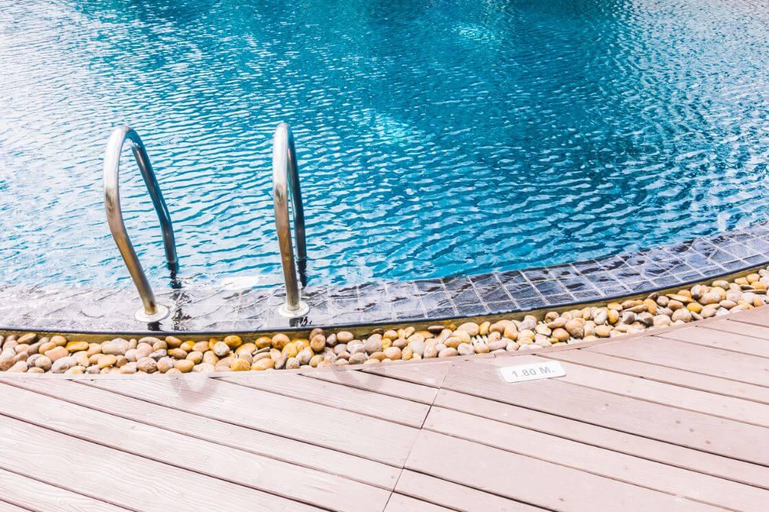 Ocho pasos para el mantenimiento de la piscina en invierno for Polvo en la piscina