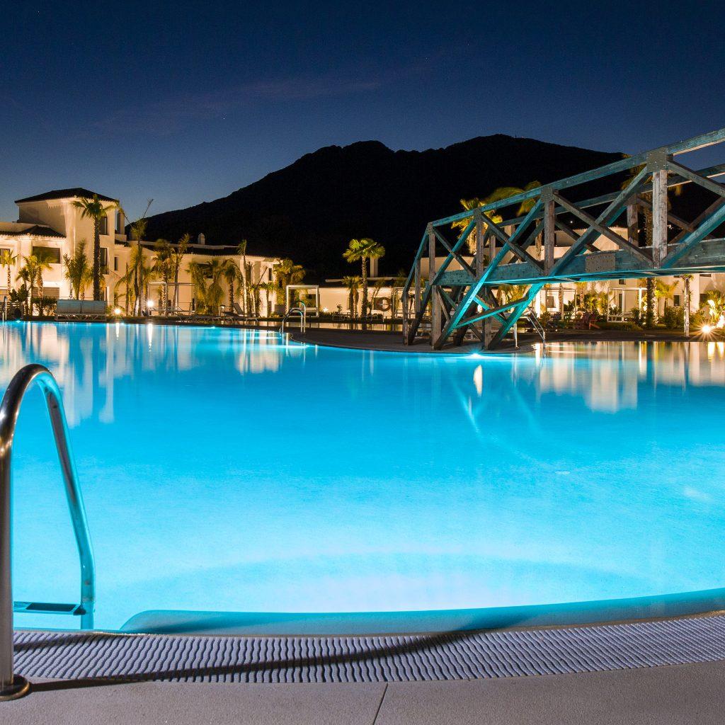 Luces LED para tu piscina