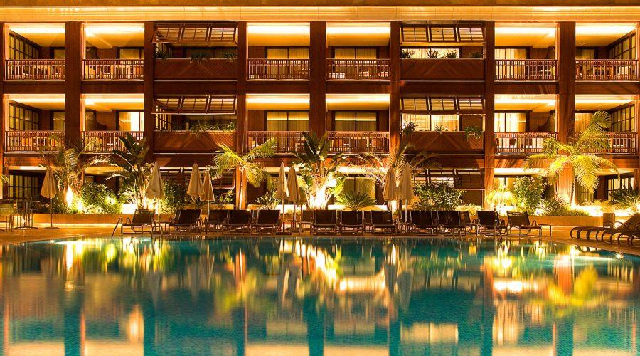 La piscina de 300 m² del Gran Hotel Guadalpin Banús.
