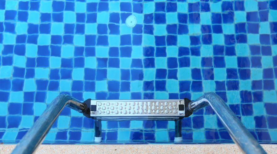 Los sistemas manuales de desinfección más interesantes para tu piscina.