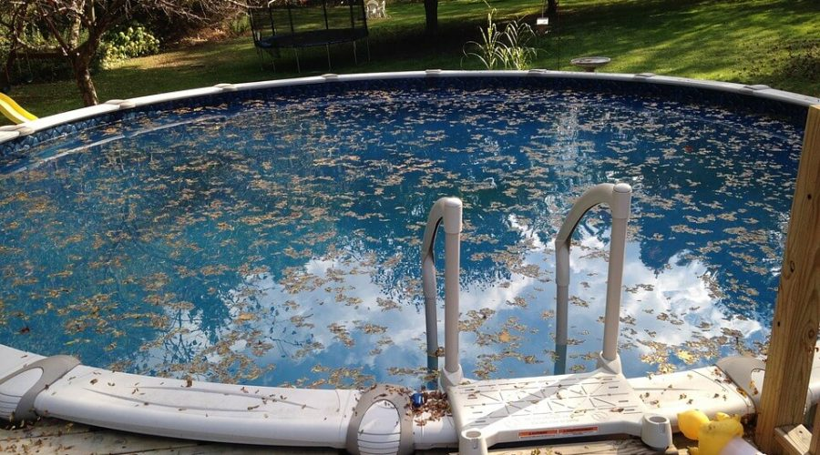 Métodos eficaces para desinfectar el agua de las piscinas.