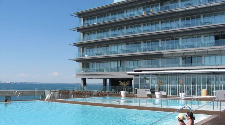Por qué elegir un Hotel con piscina para tus vacaciones