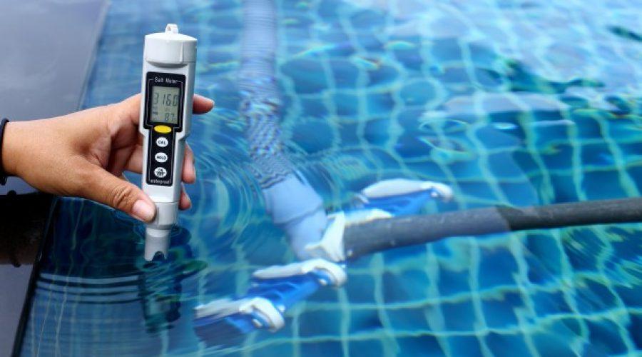 ¿Cómo puedo desinfectar el agua de mi piscina?