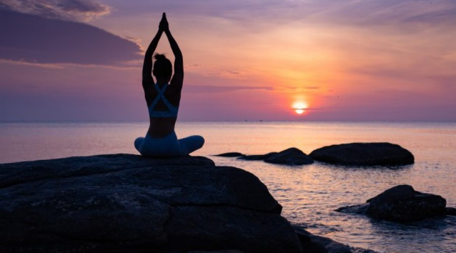 Relaja cuerpo y mente en el agua: Yoga Acuático.